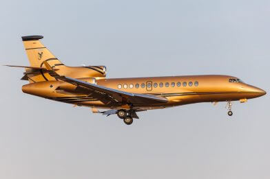 private jet charter Flacon 7x on finals