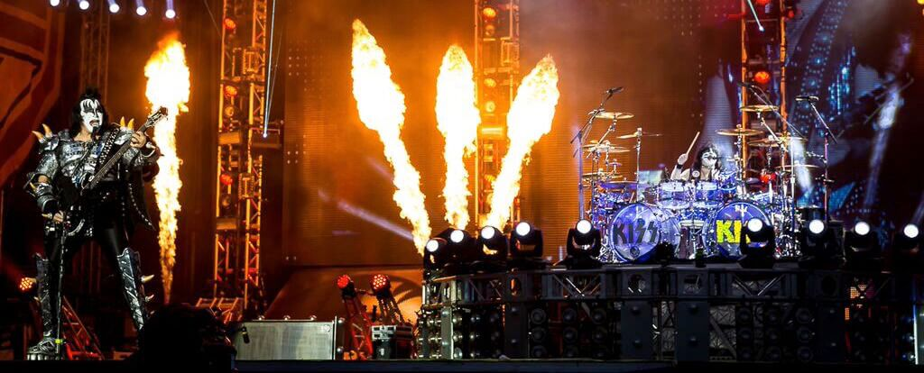Kiss at Download