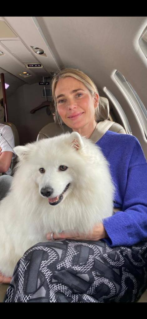 Ashly traveling next to her mum on a learjet 45